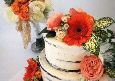 wedding flowers with cake 172