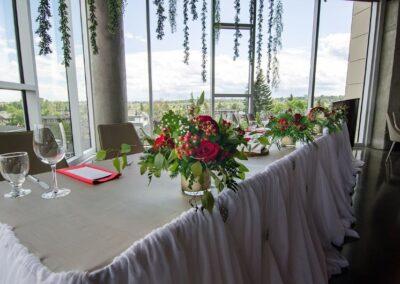 weddings calgary decorations red is for love SKYLINE.VUWedding.201906 1