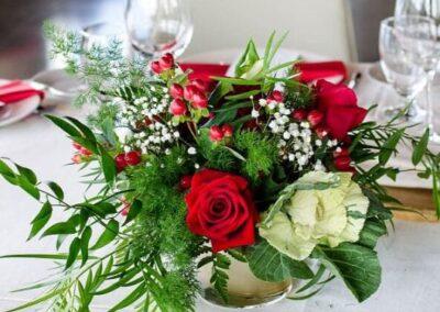 weddings calgary decorations red is for love SKYLINE.VUWedding.201906 15
