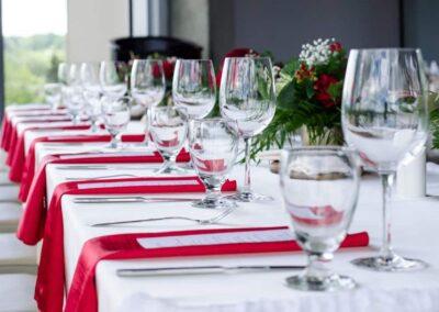 weddings calgary decorations red is for love SKYLINE.VUWedding.201906 7